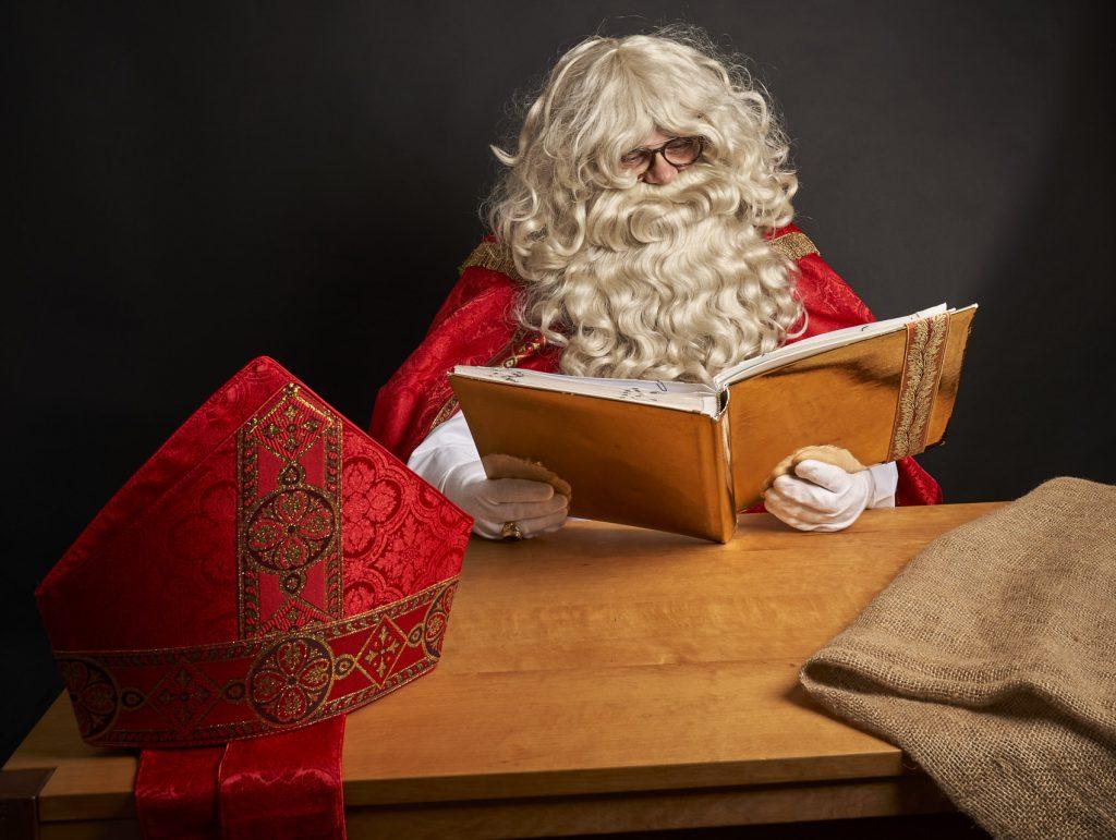Nikolaus beim lesen